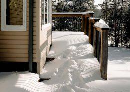 drewniany taras zimą
